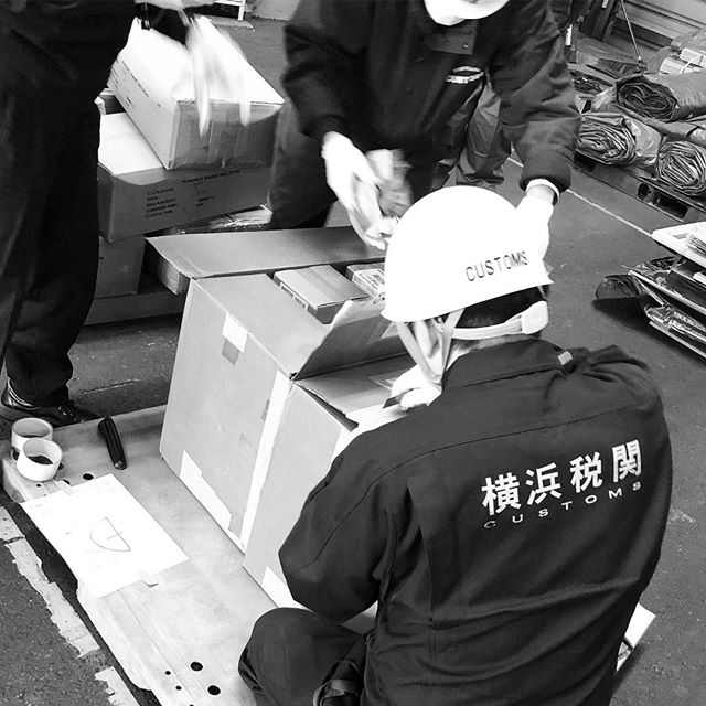 千葉港にて通関毎度毎度の立会い検査なんもね〜よwと思ってたら…イケない物が入ってて書類修正危なかったw税金払ってなんとか無事に通関完了ですw#輸入 #千葉港 #通関 #TPPはどうなる