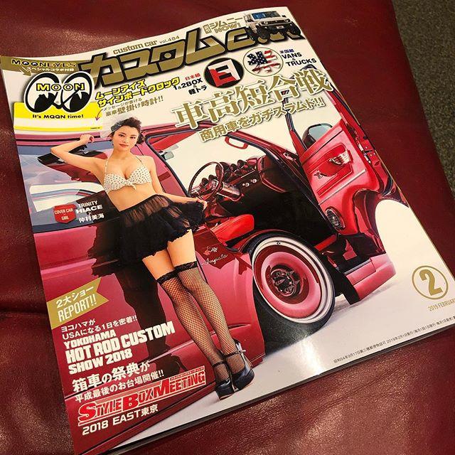 連投失礼しますw発売中のカスタムカー️表紙はTRINITYハイエース️DMCでペイントさせて頂きました️インテリアからエンジン、足廻りなど細かいとこまで載ってますのでよろしくお願いしますwキャンディだけで10缶使いましたwありがとうございました️ #hiace #trinity #v8 #lsmotor #hydro #impala #59impala #customcarmagazine #covercar #着地 #仲村美海 #detroitsteelwheels #千葉 #千葉北