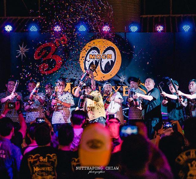 本日戻りました️MooneyesBKK3rd Anniversary いよいよFBS customtapeタイ進出です️ ナイトマーケットの中にあるMooneyes BKK 昼間は暑いのでイベントは夕方から夜中まで!オープニングから終わりまでライブやらでかなりの盛り上がりでした️詳細は後日にwCongratulations️& Thank you for everything️@mooneyes_bkk Special Thanks@mooneyesjp#mooneyes #mooneyesbkk #thailand #hotrod #fbscustomtape #hearlydavidson @nutthapon chiaw